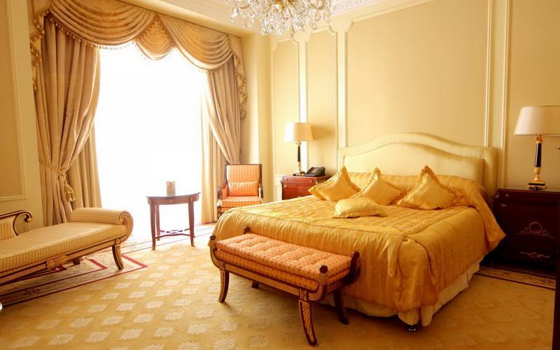 Желтый оттенок кровати для обустройства дома