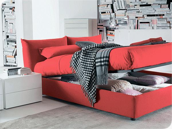 красная кровать дополняет любой интерьер