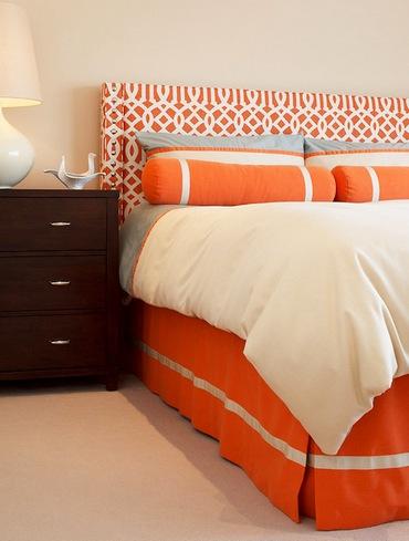 оранжевая кровать