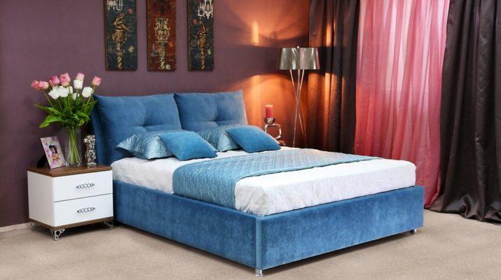 Двуспальная кровать в синем цвете
