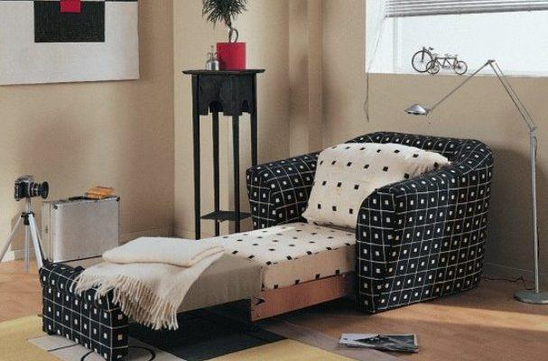 Кресло кровать в интерьере комнаты