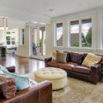 Правила выбора коричневого дивана